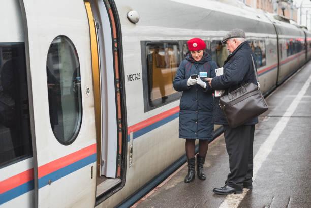 train conductor (russia) - konduktor pociągu zdjęcia i obrazy z banku zdjęć