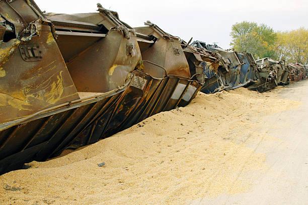 train derailment and spilled corn in central iowa - derail bildbanksfoton och bilder