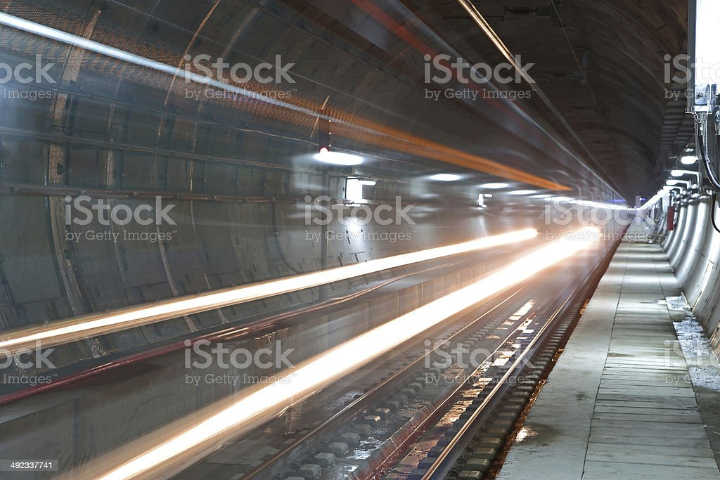 Zug im tunnel – Foto