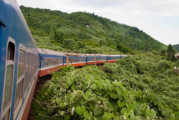 Zug in Vietnam zwischen Farbton und Da Nang – Foto