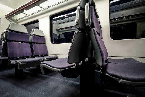 interior de vagón de tren - carlosanchezpereyra fotografías e imágenes de stock