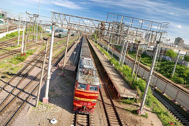 Zug verlassen Sie den Bahnhof in Moskau – Foto