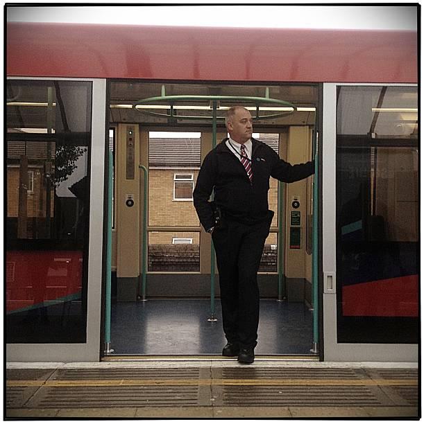 operator pociągu na london docklands light railway - konduktor pociągu zdjęcia i obrazy z banku zdjęć