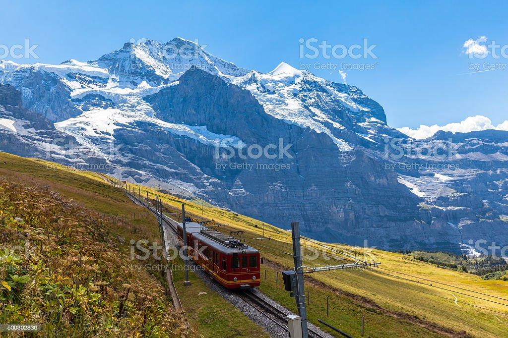 Bahn laufen unter der Jungfrau – Foto