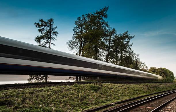 Cтоковое фото Поезд ускоряя прошло в blur