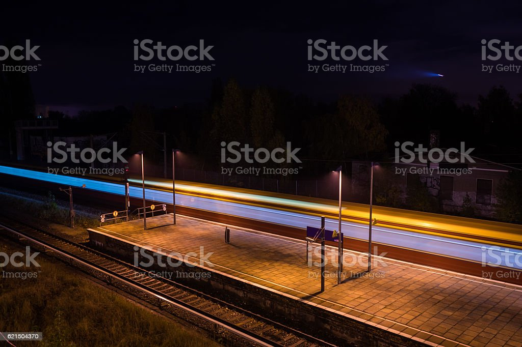 Train starting it's trip from a station platform Lizenzfreies stock-foto