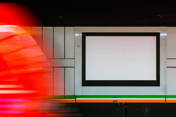 Bahnhof leer Anzeige Bewegungsunschärfe Beförderung übergeben – Foto