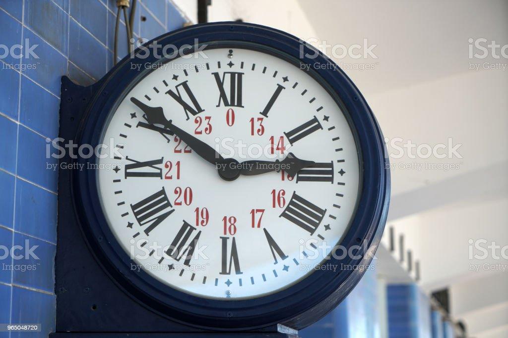 train station clock zbiór zdjęć royalty-free