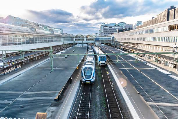 tågstation - waiting for a train sweden bildbanksfoton och bilder
