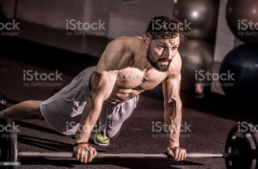 培訓交叉培訓在健身房裡 免版稅 stock photo