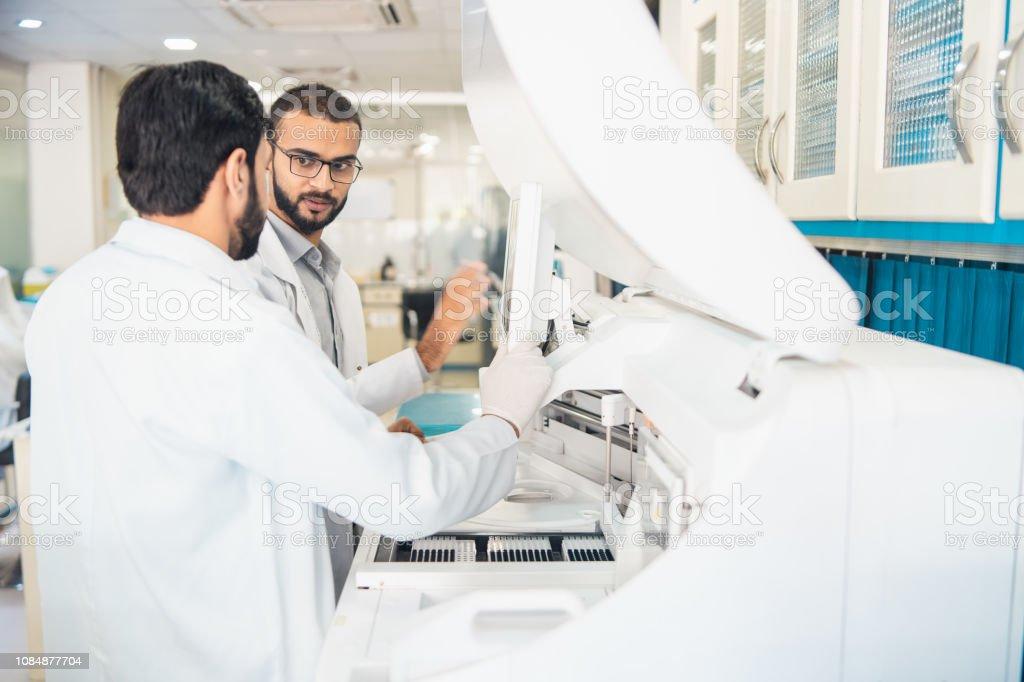 Capacitación en laboratorio. - foto de stock