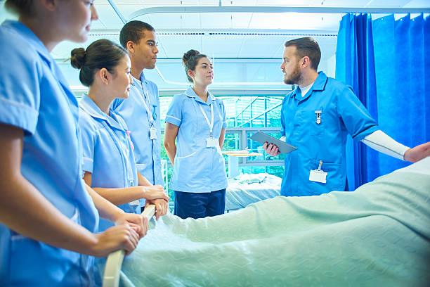 training nurses - infermiera personale medico foto e immagini stock