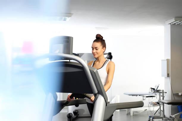training on the treadmill - runner rehab gym foto e immagini stock