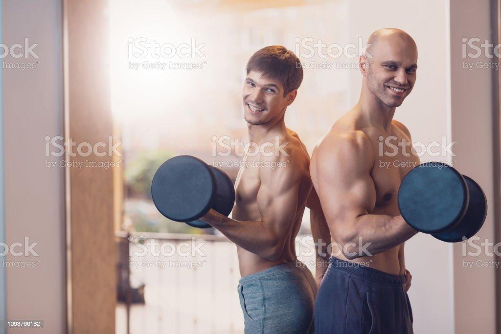 Übungsroutine zum Abnehmen gutaussehender Männer