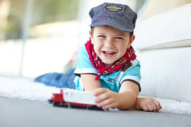 pociągi są jego pasja! - konduktor pociągu zdjęcia i obrazy z banku zdjęć