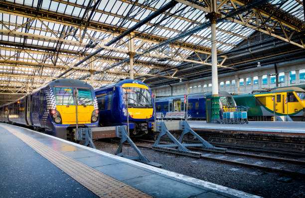 Trains at Waverley Station in Edinburgh, Scotland Trains at Waverley Station in Edinburgh, Scotland electric train stock pictures, royalty-free photos & images