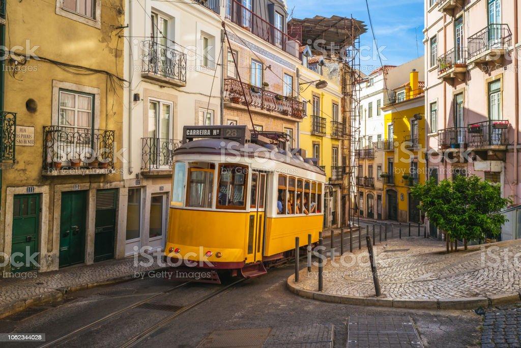 tram of lisbon - Zbiór zdjęć royalty-free (Architektura)