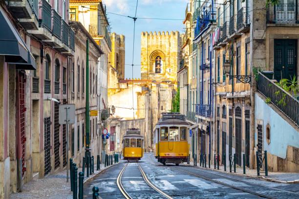 tram on line 28 in lisbon, portugal - eletrico lisboa imagens e fotografias de stock