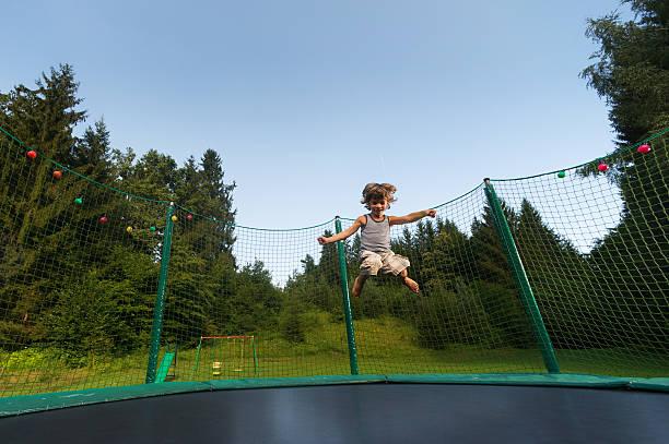 trampolin  - gartentrampolin stock-fotos und bilder