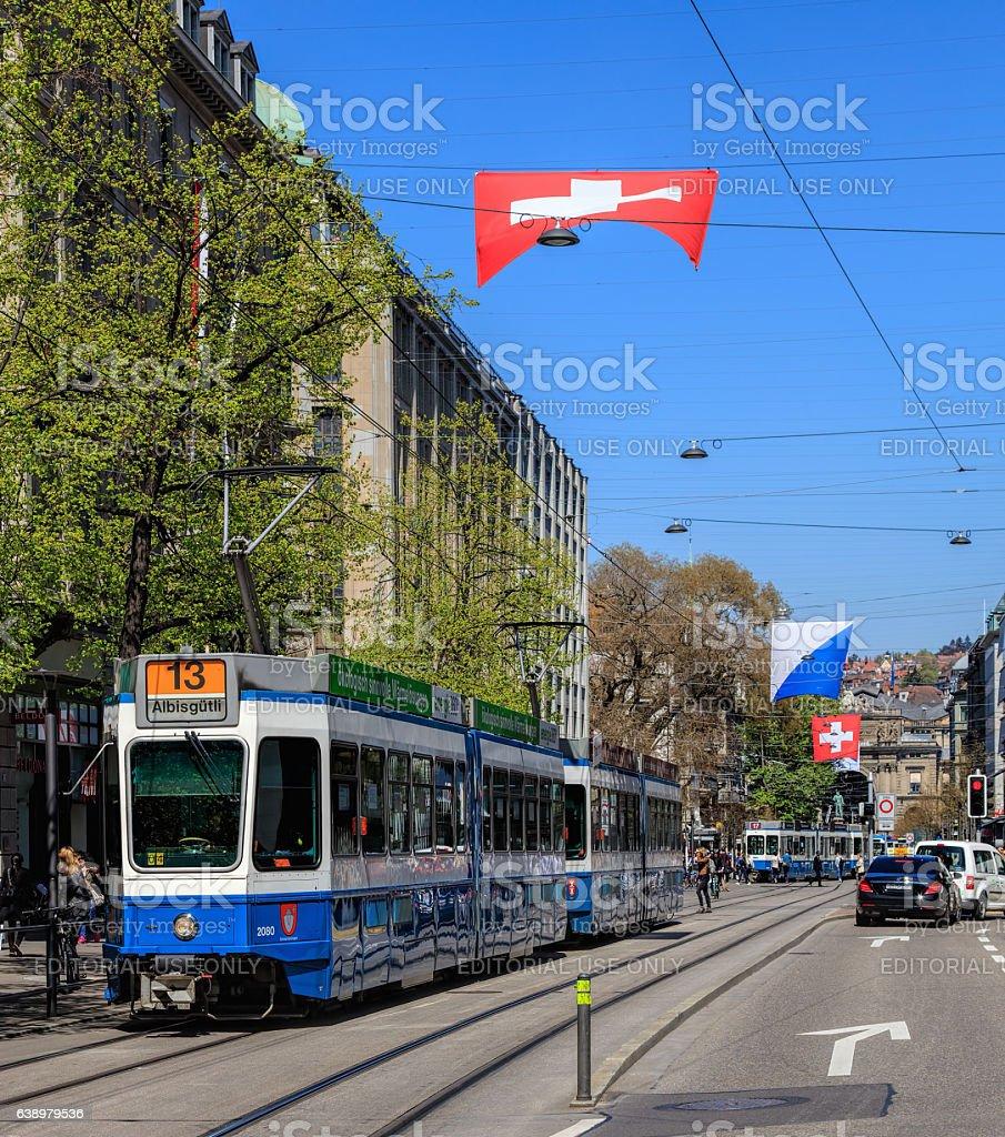 Trams on Bahnhofstrasse street in Zurich, Switzerland - foto de stock