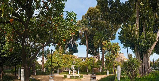 Apacibles Jardines, árboles y naranja fuentes Jardines Murillo Andalucía Sevilla, España - foto de stock