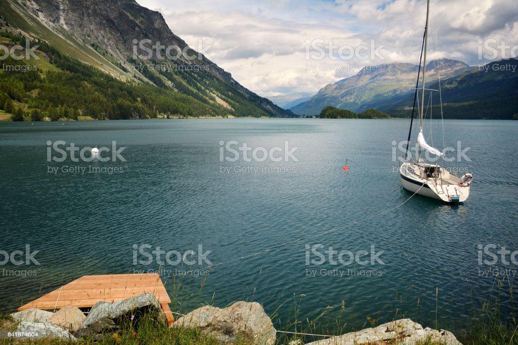 シルス湖スイスのボートに静かな...