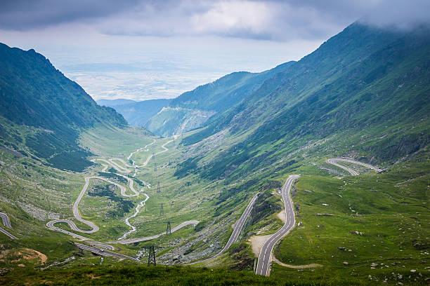 transfagarasan road in transylvania, romania - 카르파티아 산맥 뉴스 사진 이미지