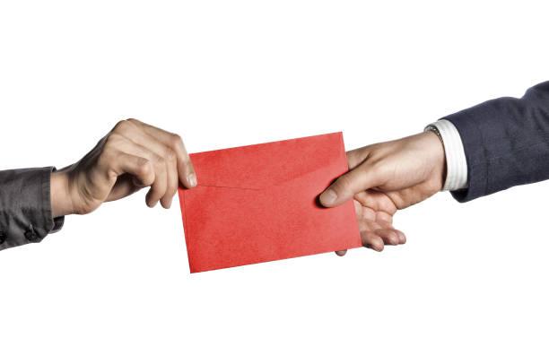 transferencia de la correspondencia - postal worker fotografías e imágenes de stock