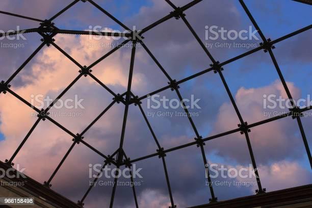 Doorschijnend Glas Eiling Van Een Veranda Binnen Mening Stockfoto en meer beelden van Achtergrond - Thema