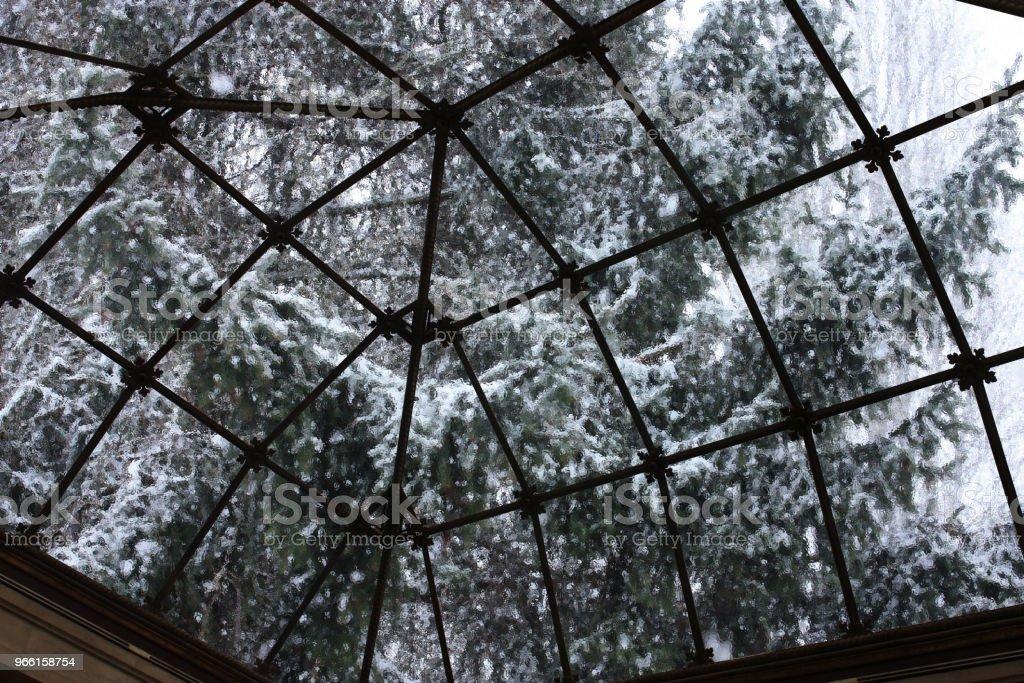 Doorschijnend glas eiling van een veranda binnen mening - Royalty-free Achtergrond - Thema Stockfoto