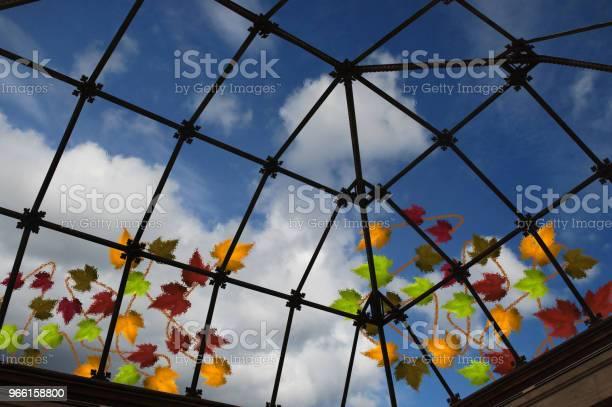 Eiling In Vetro Traslucido Di Una Veranda Vista Interna - Fotografie stock e altre immagini di Ambientazione interna