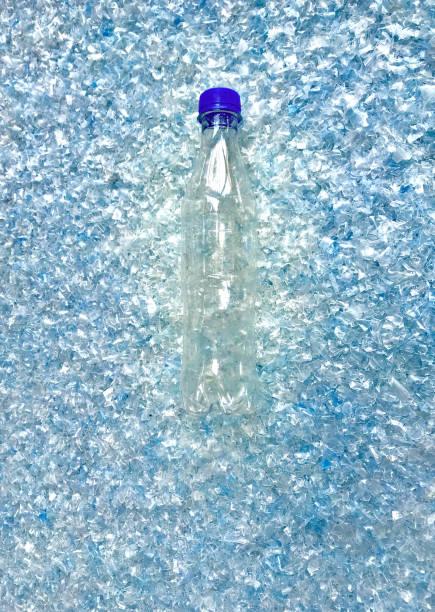 genomskinlig plastflaska på flaska flaga eller plastflaska krossade - pet bottles bildbanksfoton och bilder