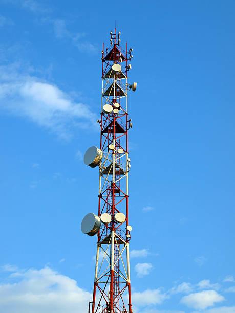 antenna trasmettitrice - emissione radio televisiva foto e immagini stock