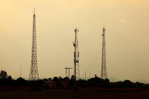 trasmettitore - emissione radio televisiva foto e immagini stock