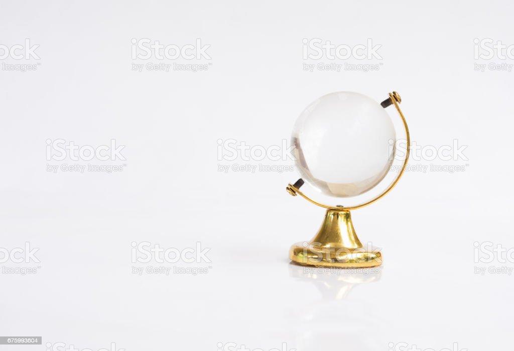 Objeto de globo transparente con base de oro - foto de stock