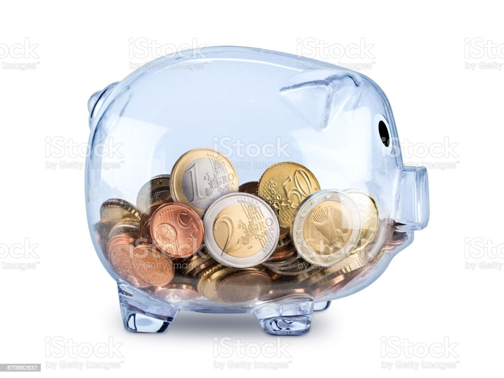Hucha transparente llena de monedas de euro - foto de stock
