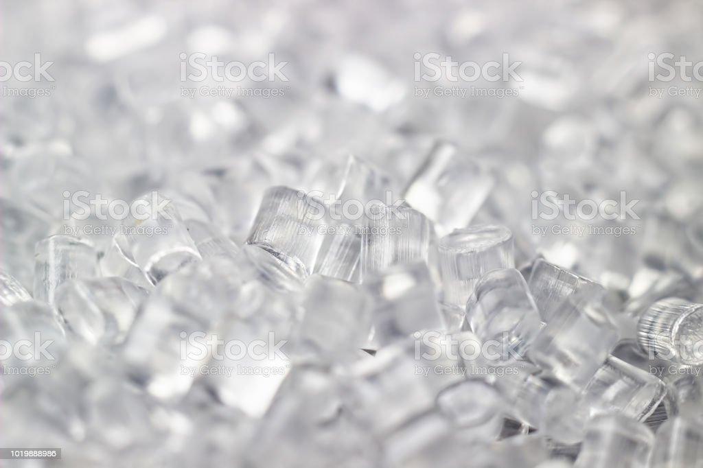 Transparente Kunststoff-Granulaten. Polymer-Granulat. Auf schwarzem Hintergrund isoliert. - Lizenzfrei Plastikmaterial Stock-Foto