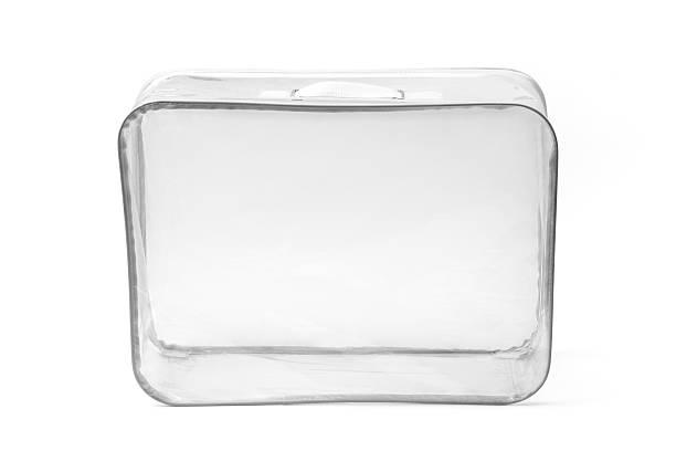 transparentem kunststoff koffer auf weiß - gepäck verpackung stock-fotos und bilder