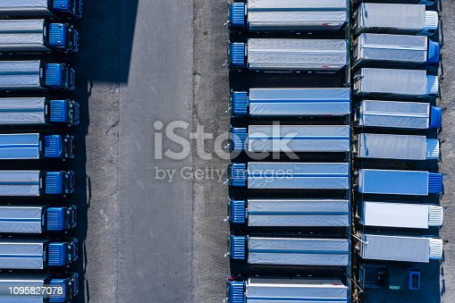 1142724396 istock photo Transport company that arranged the truck 1095827078