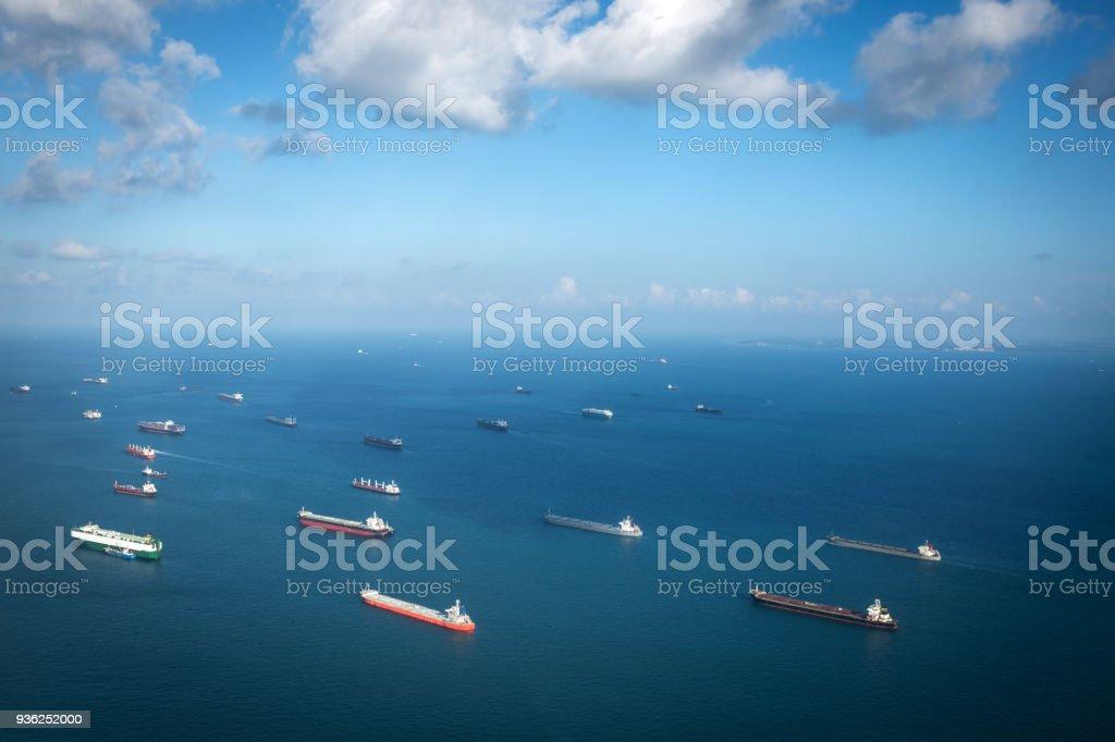 Transporte de barcos en el océano, Singapur - foto de stock