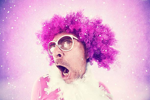 transsexual spaß tanzen in einer disco club - rosa camo party stock-fotos und bilder