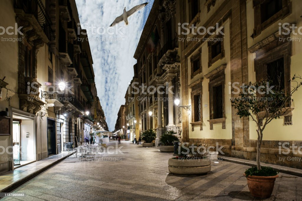 Trapani bei Nacht – Foto