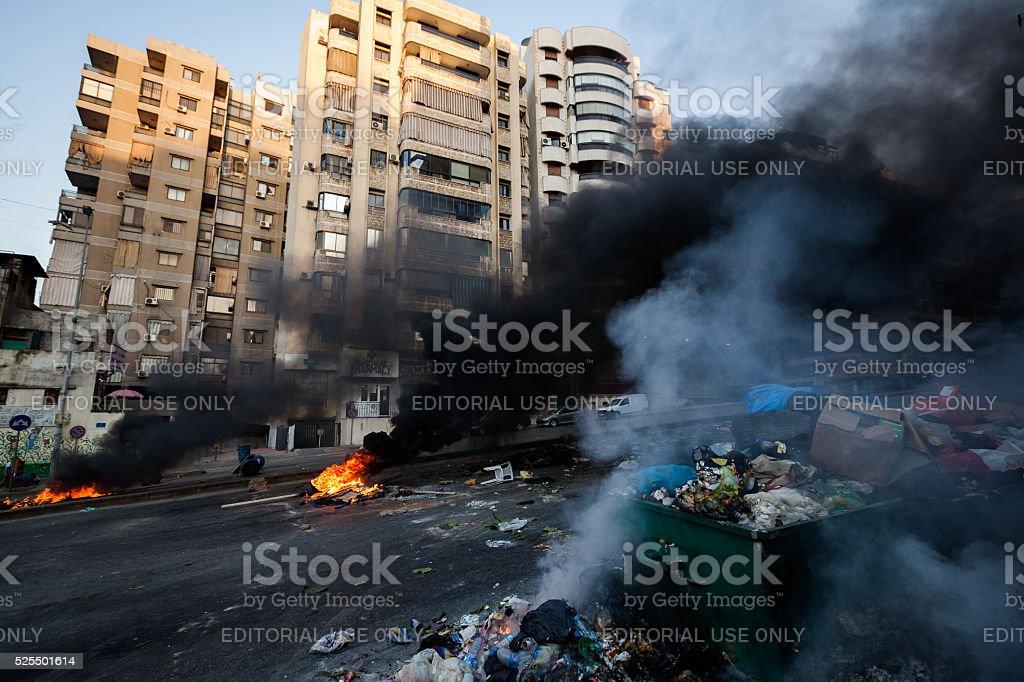 Müll auf Feuer im Zentrum von Beirut, Libanon. – Foto