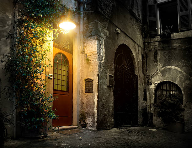 trastevere in rome - ivy building imagens e fotografias de stock