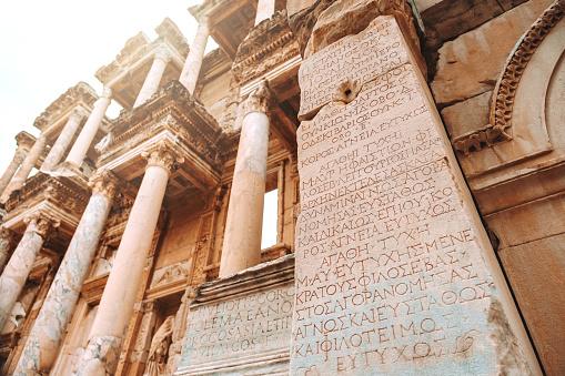 Viaje A La Biblioteca De Celus En Efeso Esmirna Turquía Foto de stock y más banco de imágenes de Anatolia