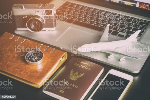 Travel blogger working desk in vitnage tone picture id825283224?b=1&k=6&m=825283224&s=612x612&h=4priklmzsbnvf7jseeepyn3inxvo 2xxqvudjtmxi9k=