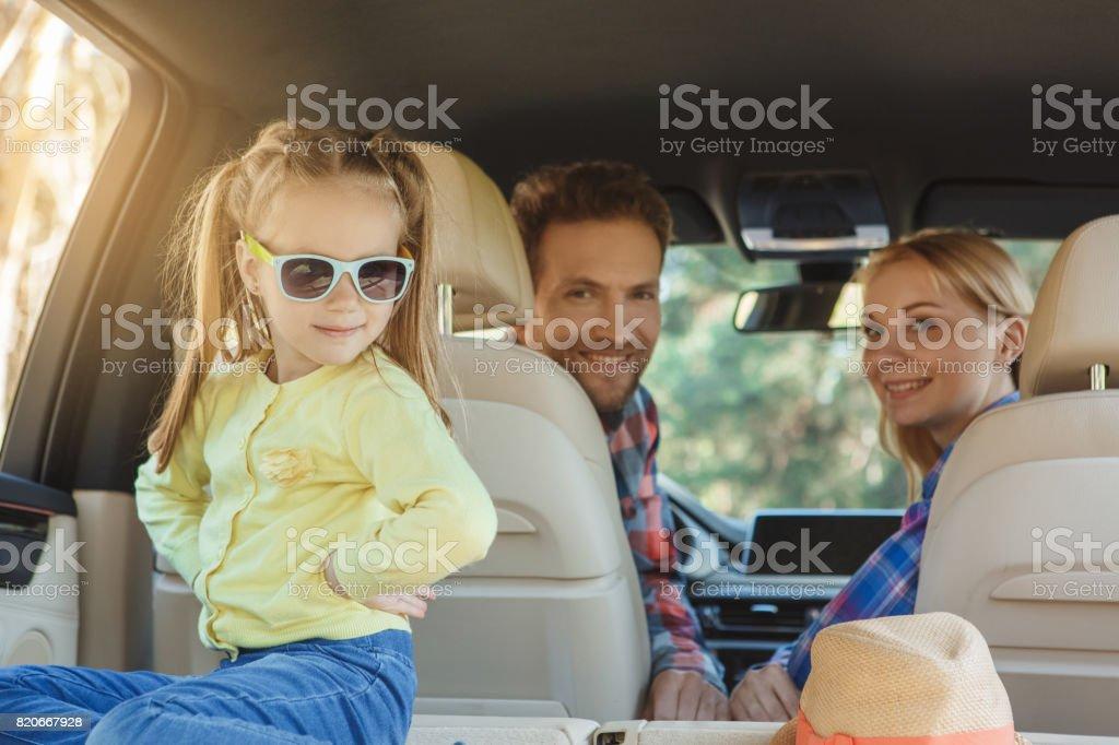 Viajar por viaje familiar en coche juntos vacaciones - Foto de stock de Actividad de fin de semana libre de derechos