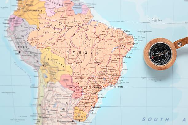 Mapa do destino de viagem para o Brasil, com bússola - foto de acervo