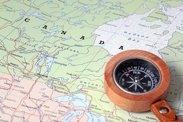 旅行先のカナダ、地図、コンパス - カナダ旅行 ストックフォトと画像