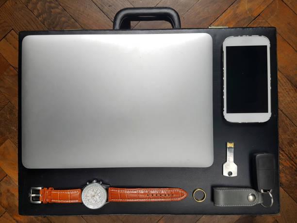 travel flat lay - oggetti personali foto e immagini stock
